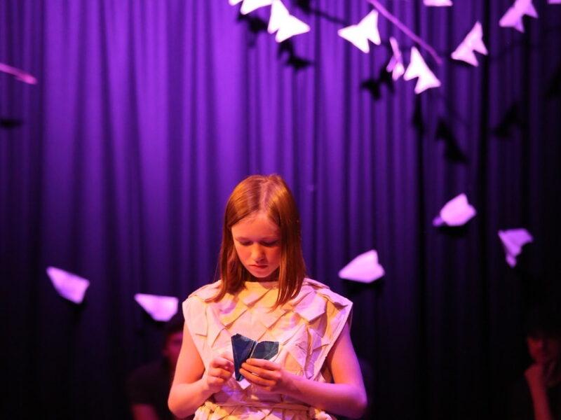Teateranmeldelse: «Luftbarnet» viser forskjellen på å leke og å late som